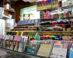 ボールペン、蛍光マーカーなど充実の品揃え 小林東文堂支店