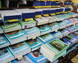 小学校時代に使ったノートも 小林東文堂支店