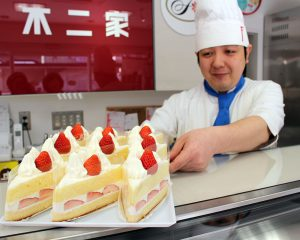 人気の三角ショートケーキ