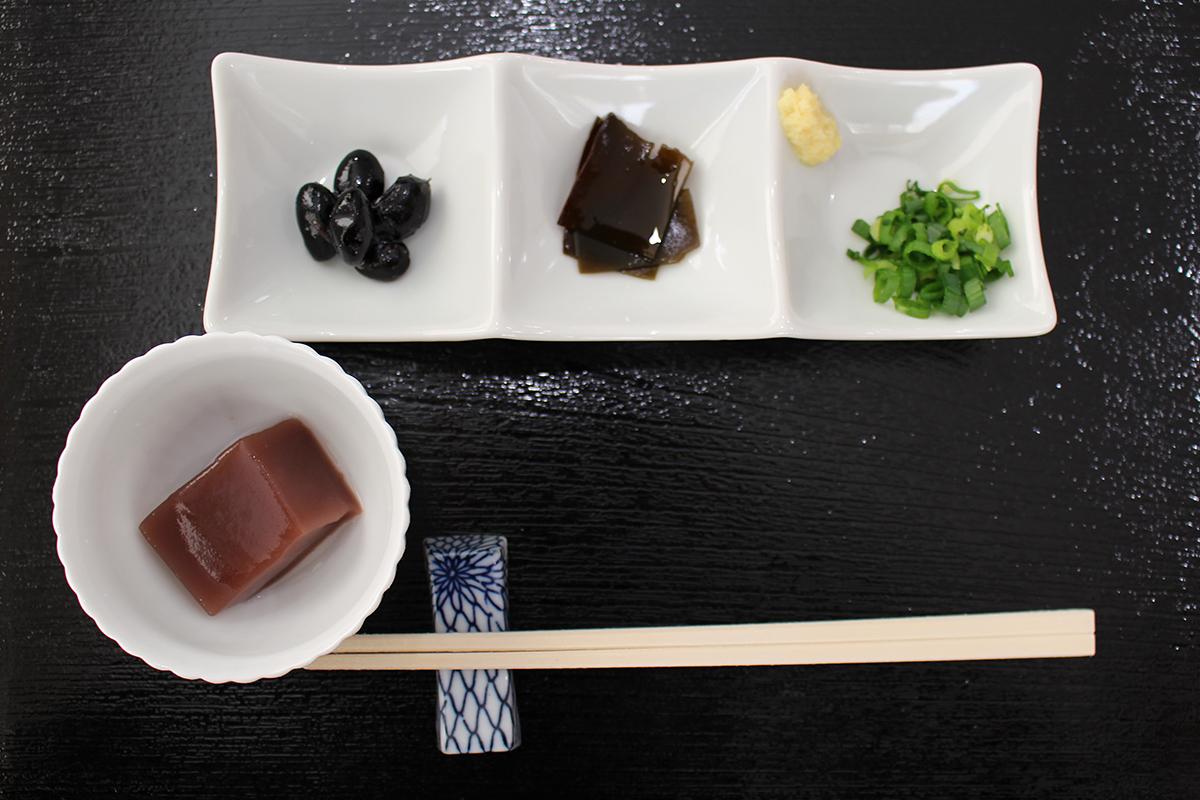 小鉢3品と手作りデザート付き